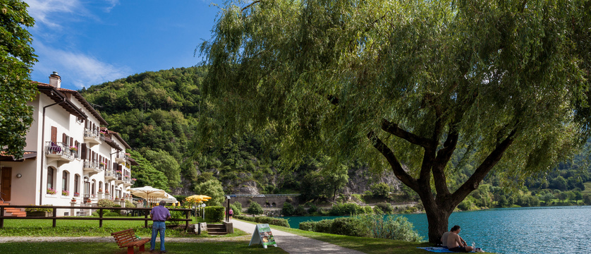 Hotel Lido - Lakeside Garden.jpg